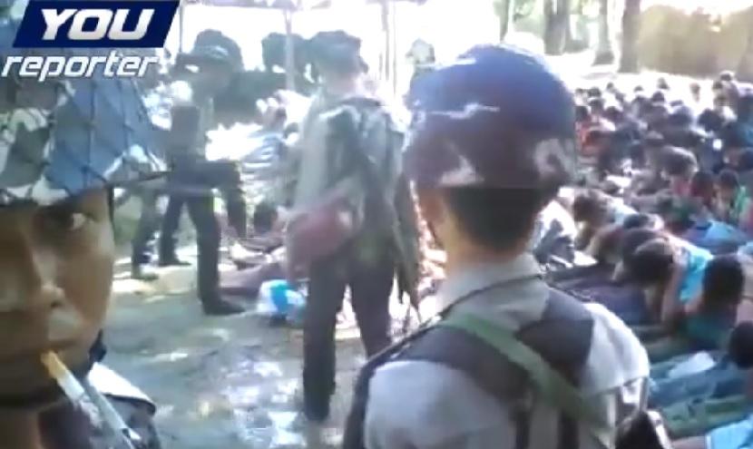 Soldados de Birmania maltratan a Rohingyas - Video (http://www.youreporter.it/video_Videoselfie_con_sigaretta_mentre_abusano_dei_prigionieri)