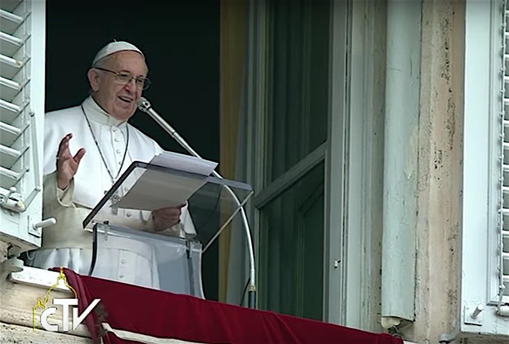 El Papa durante la oración del ángelus
