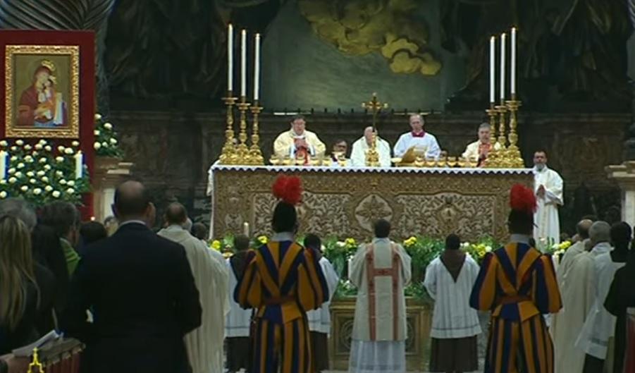 El Papa presidió la misa en la basílica de San Pedro