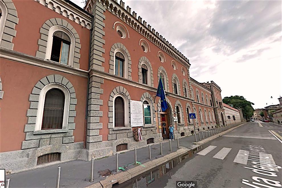 Entrada de la cárcel principal de la ciudad de Milán