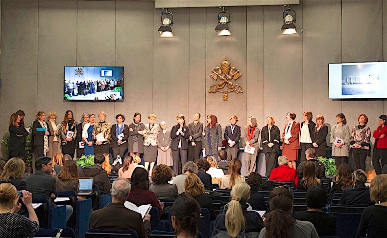 La Consulta femenina, reunida en la Sala de prensa de la Santa Sede