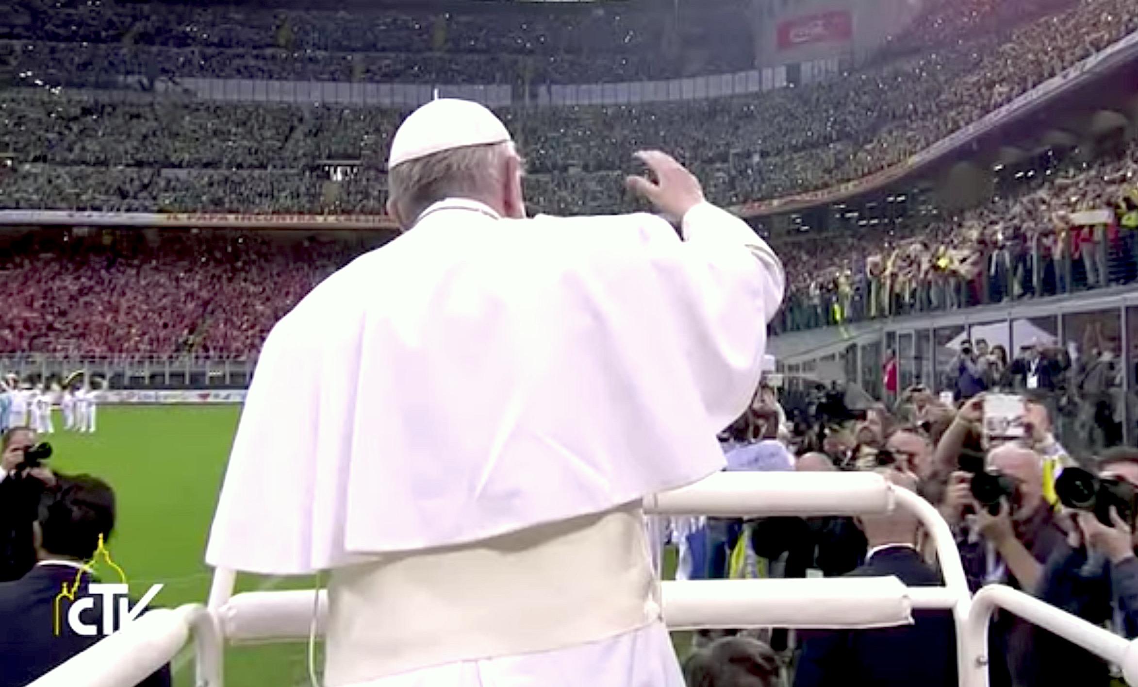El Papa entra en San Siro