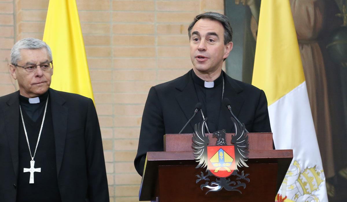 El nuncio apostólico Ettore Ballestrero