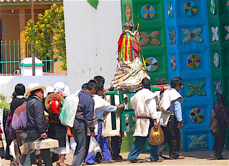 Procesión en San Juan Chamula (Chiapas)(Wikicommons Fto Wolfgang Sauber)