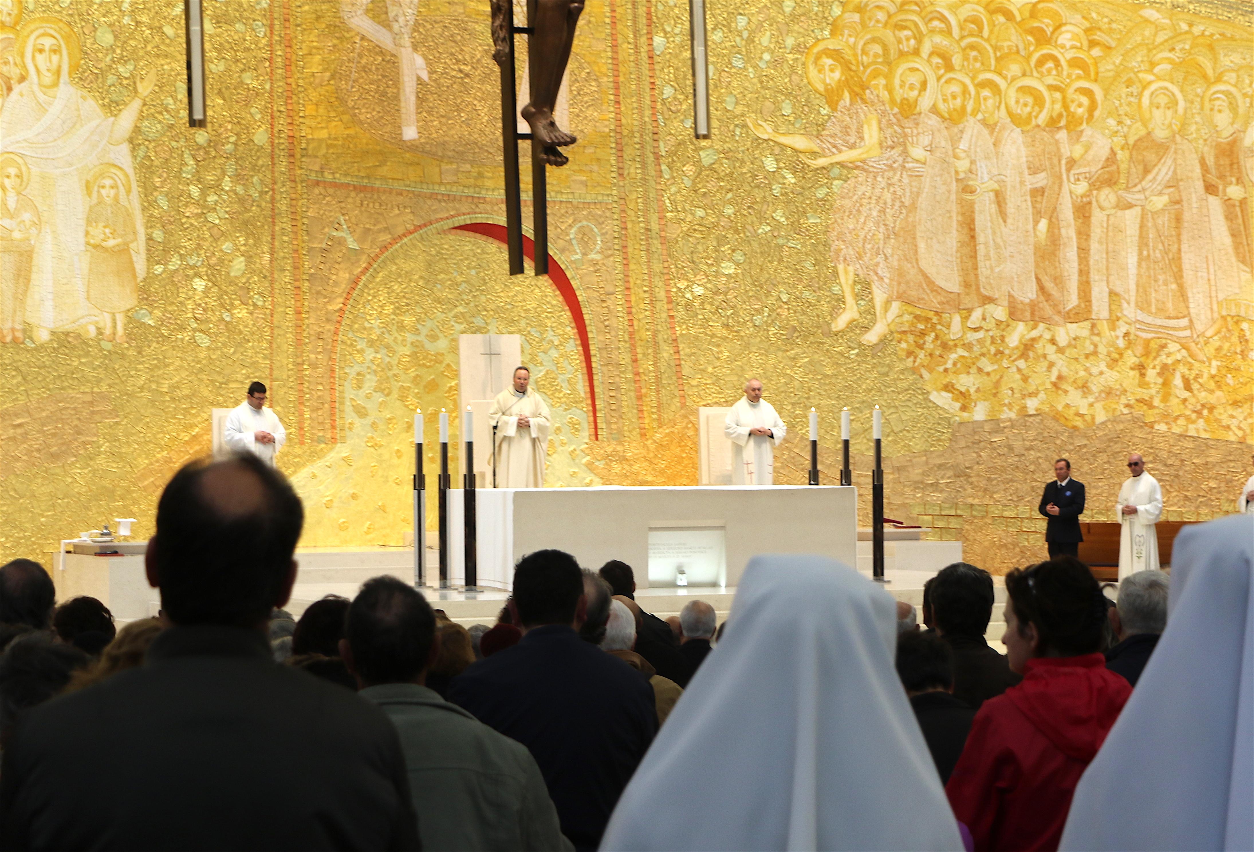 Misa en la basílica de la Santísima Trinidad en el Santuario de Fátima (Foto Fatima.pt)