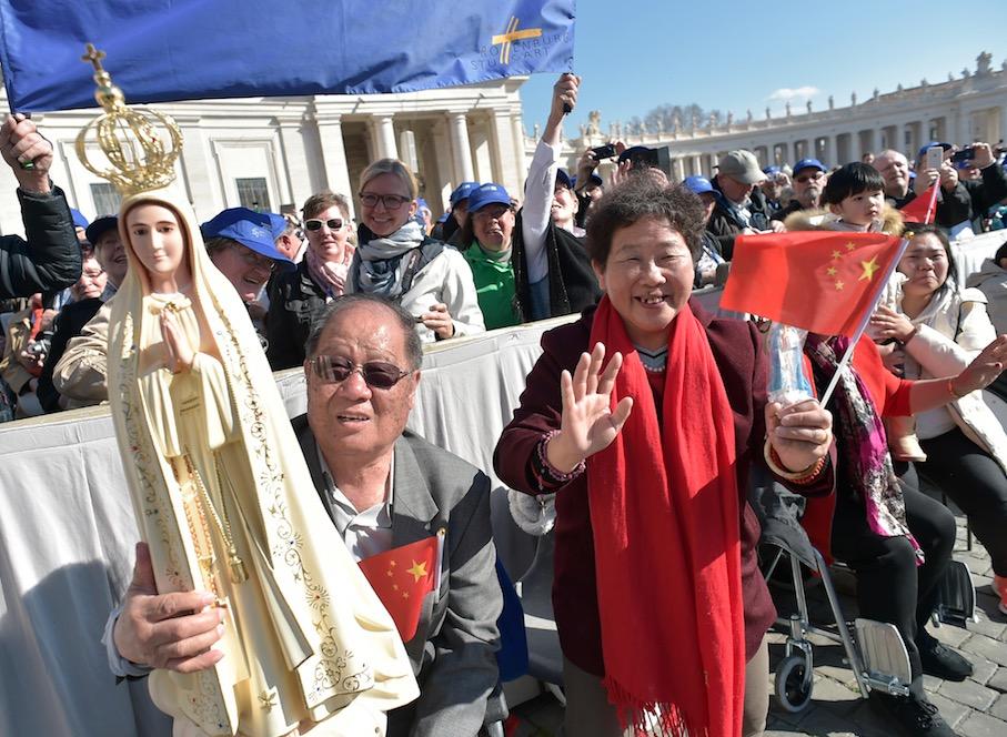 Peregrinos chinos con una imagen de la Virgen de Fátima (Osservatore Romano©)