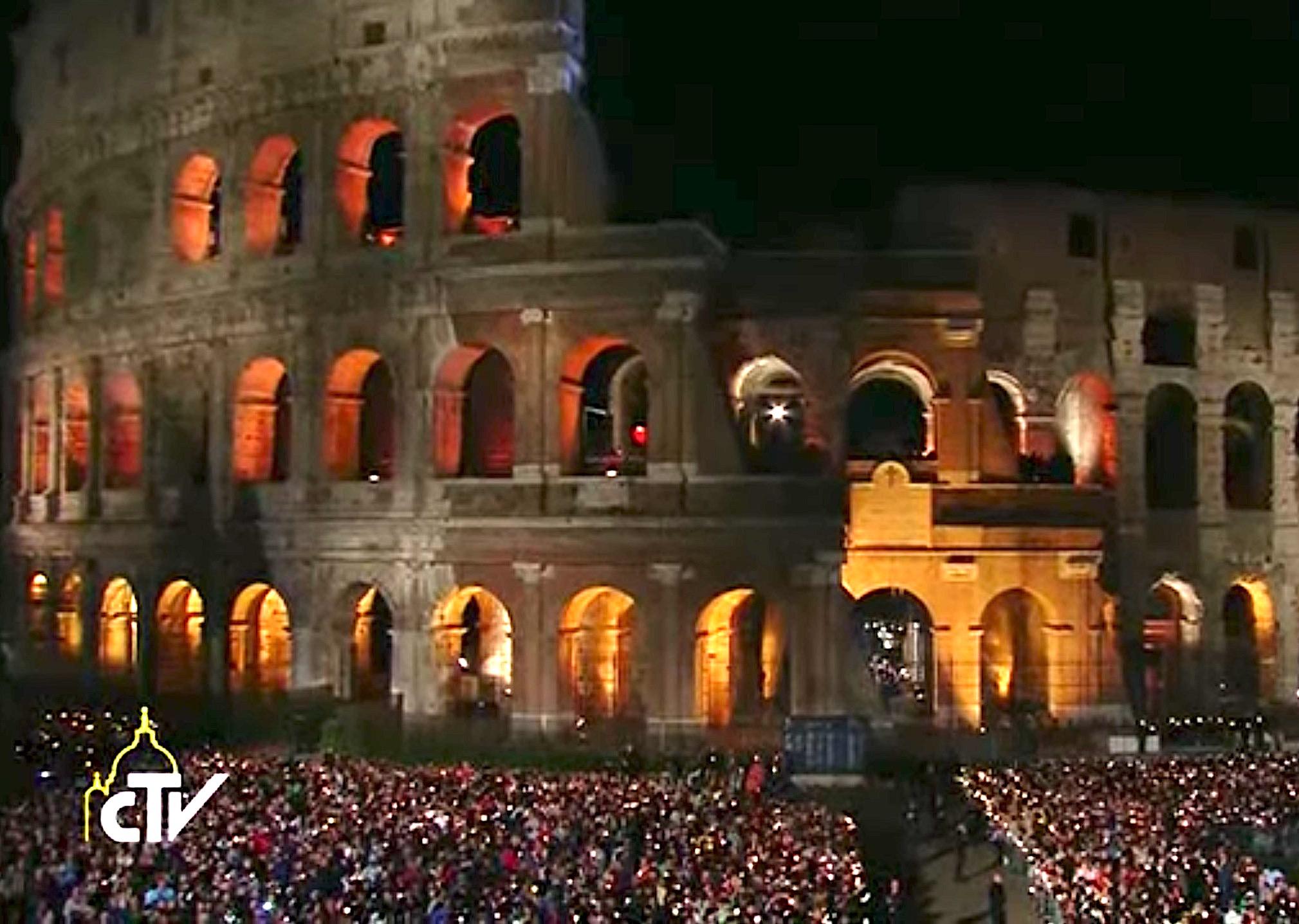 El vía Crucis en el Coliseo de Roma