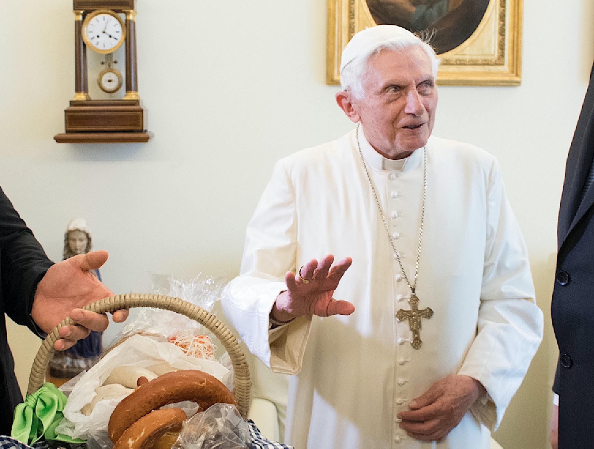 El papa emérito en su 90 cumpleaño (Osservatore © Romano)