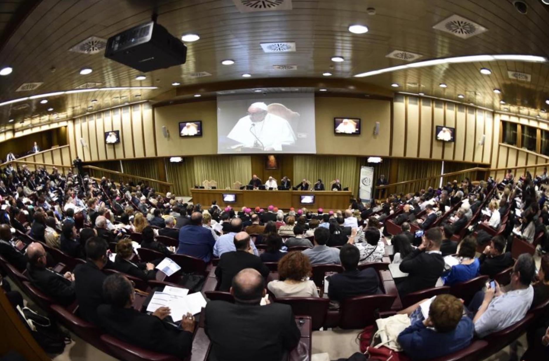 En el Aula nueva del Sínodo el Papa se encuentra con los participantes al congreso de la Acción Católica