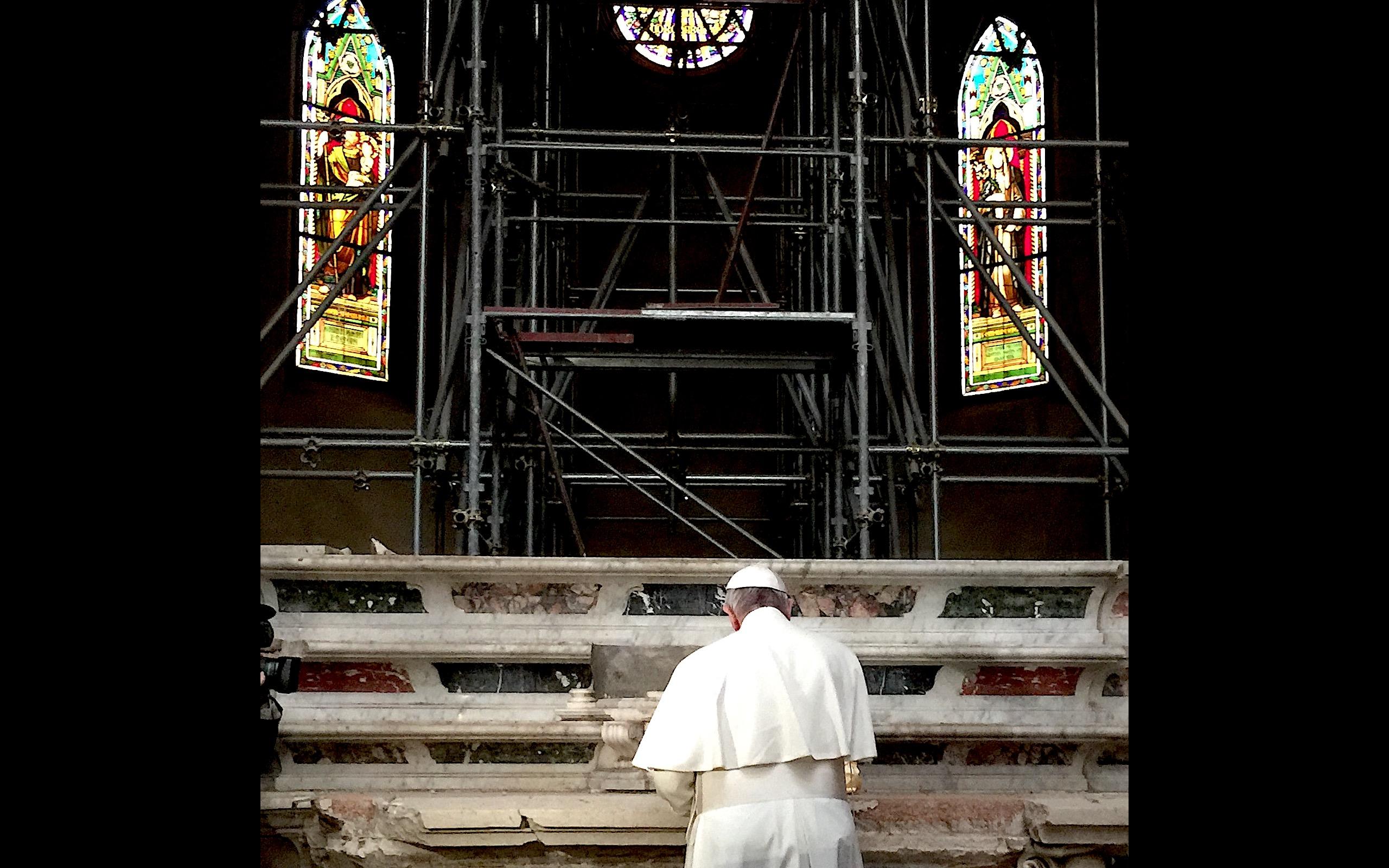 El Papa en la catedral de Mirandola (Fto. Osservatore © romano)