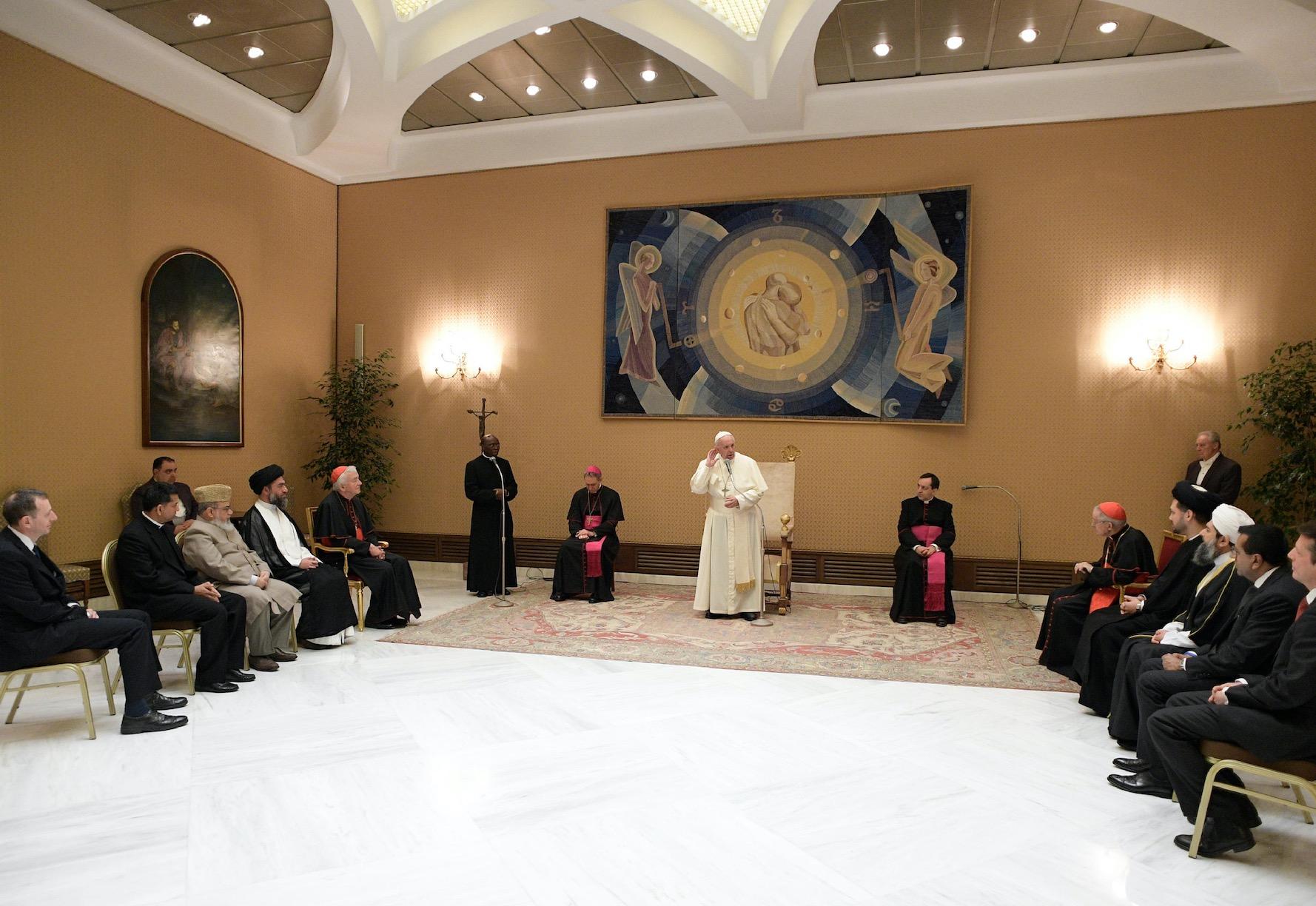El Santo Padre con líderes musulmanes de Gran Bretaña (Fto. Osservatore © Romano)