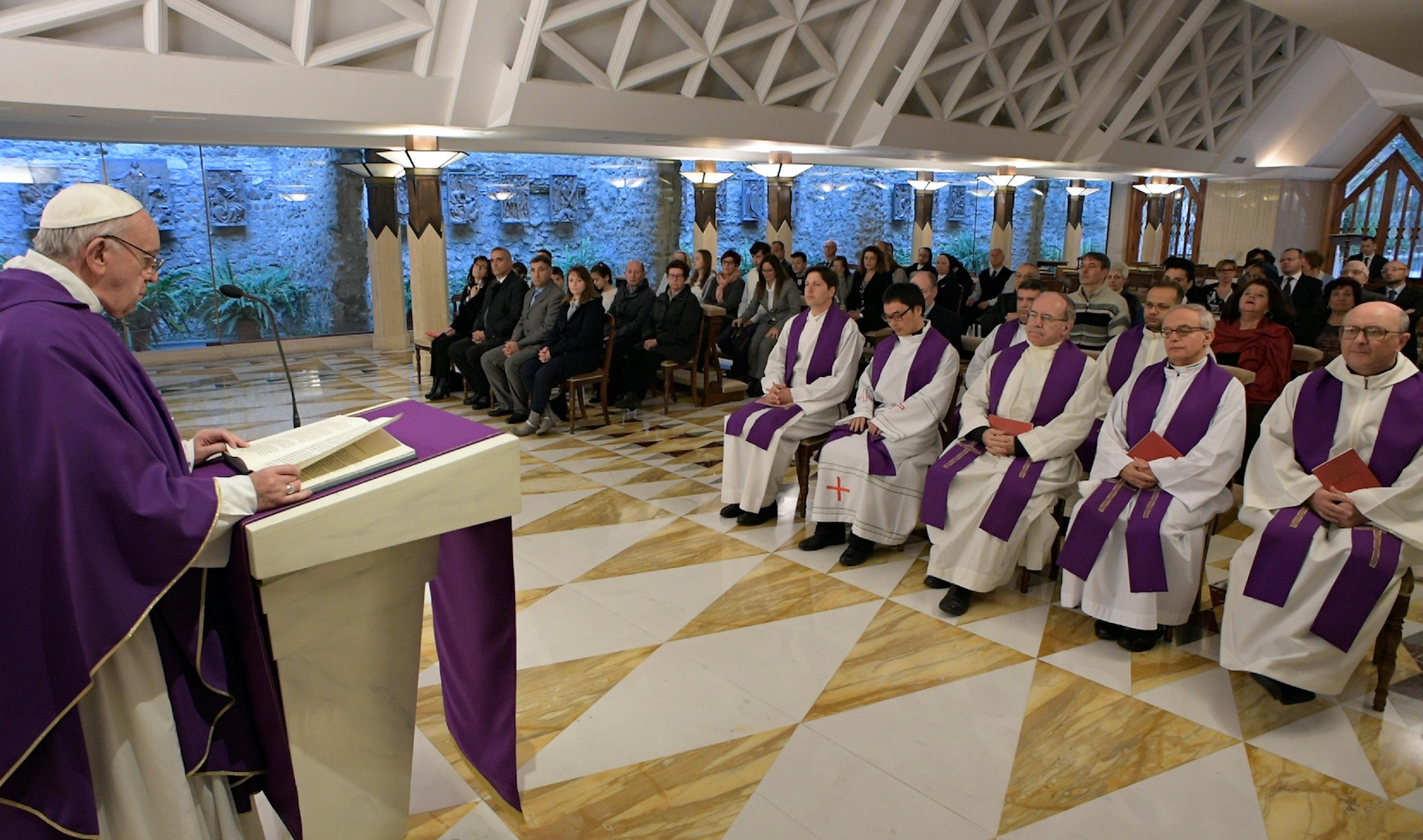 Misa en Sta. Marta. 4 de abril de 2017. (Foto Osservatore © Romano)