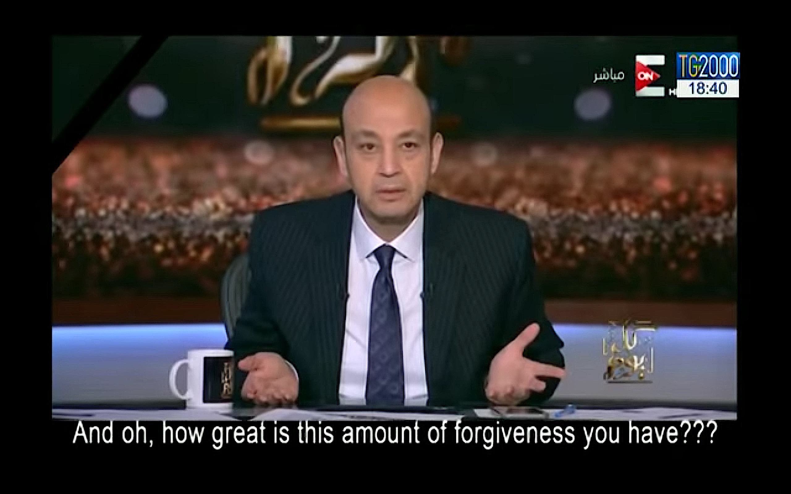 El periodistas Amr Adeeb queda desconcertado y admirado por el testimonio de la viuda.