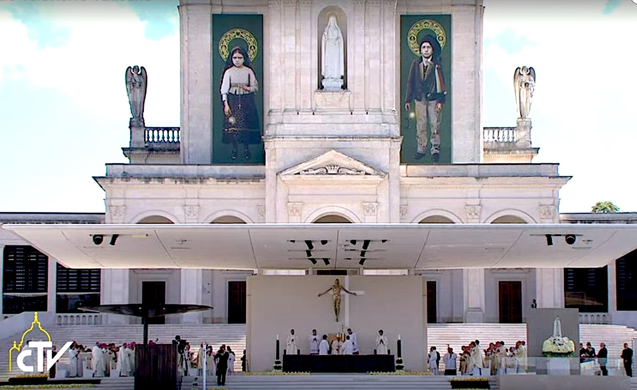 Altar de la canonización Jacinta y Francisco Marto