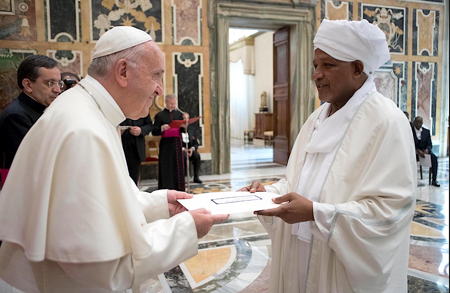 El Papa recibe a los embajadores (Osservatore © Romano)