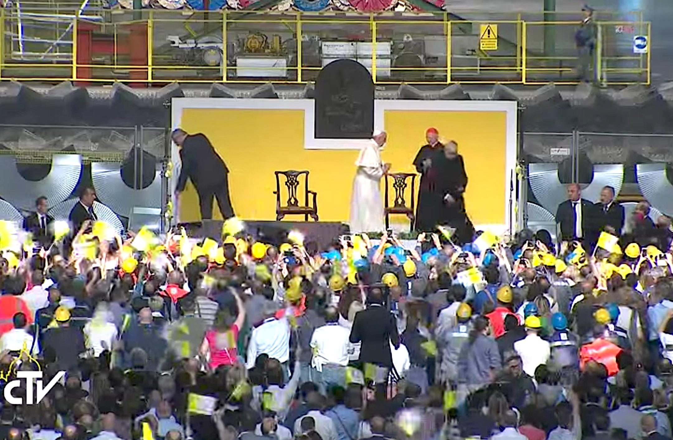 El Papa concluye su encuentro en el ILVA