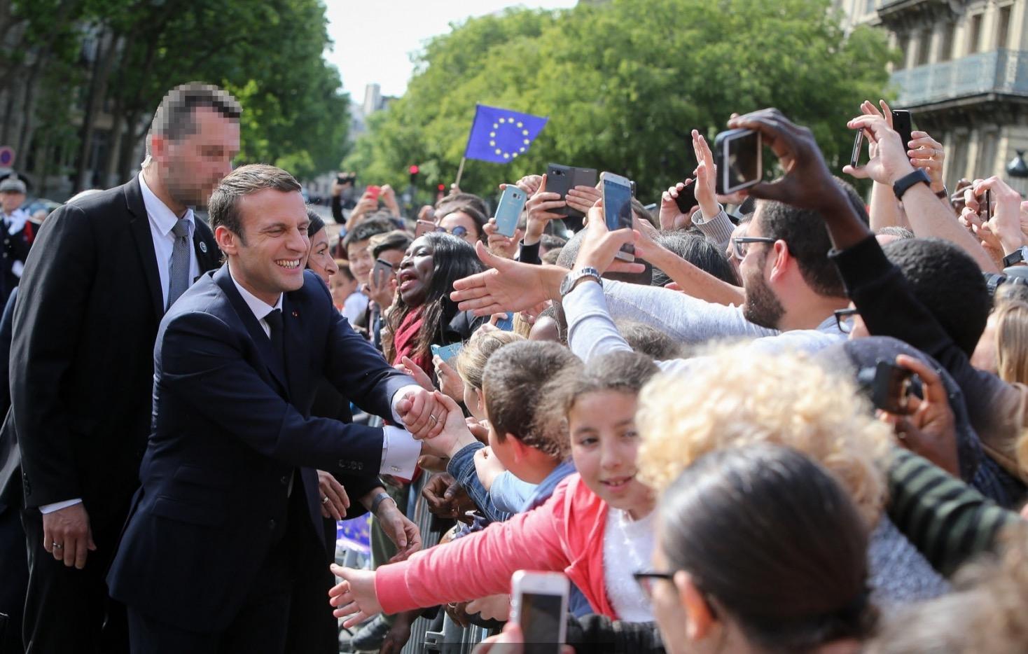 Macrón saluda a sus partidarios (Fto. presidencia)