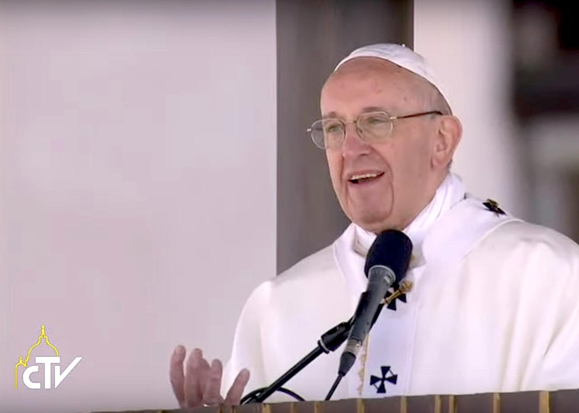 Papa Francisco habla públicamente. Wikimedia Commons