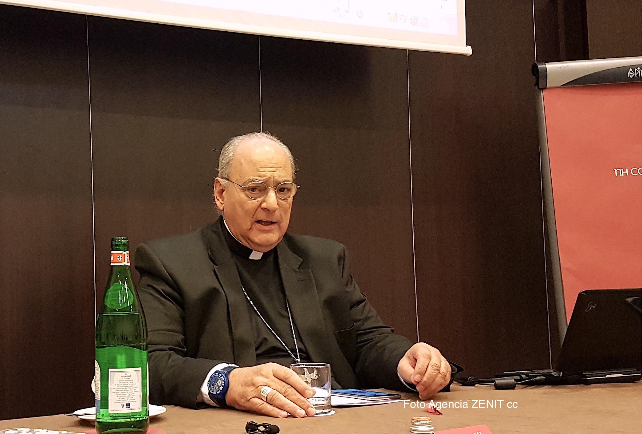 Mons. Sánchez Sorondo, canciller de la Academia Pontificia de las Ciencias, durante el desayuno de trabajo (Foto ZENIT cc)