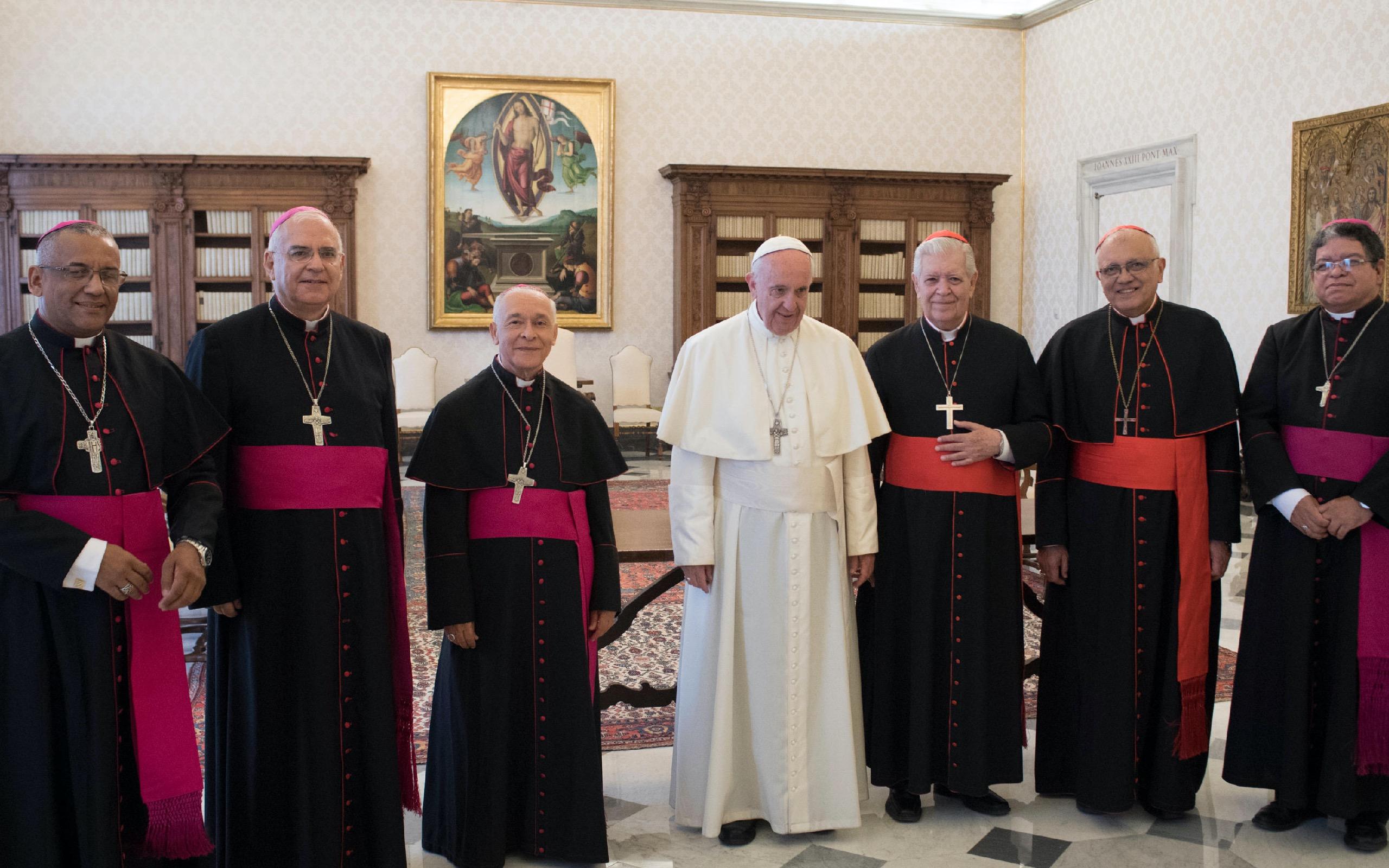 El Santo Padre con los obispos venezolanos © Osservatore Romano
