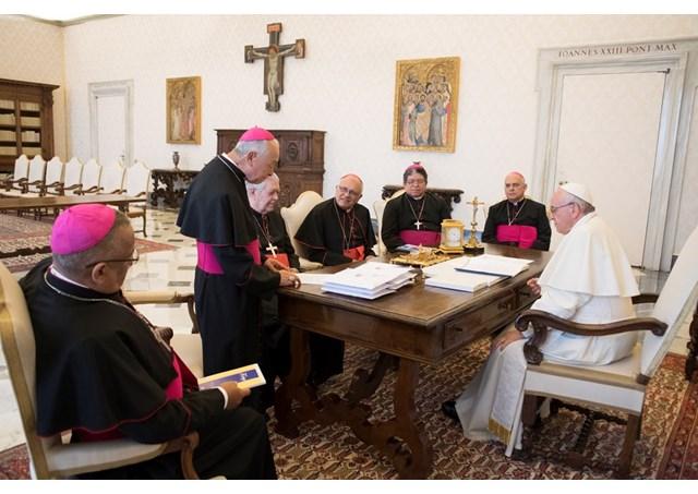 Los obispos de Panamá con el Santo Padre © Osservatore Romano