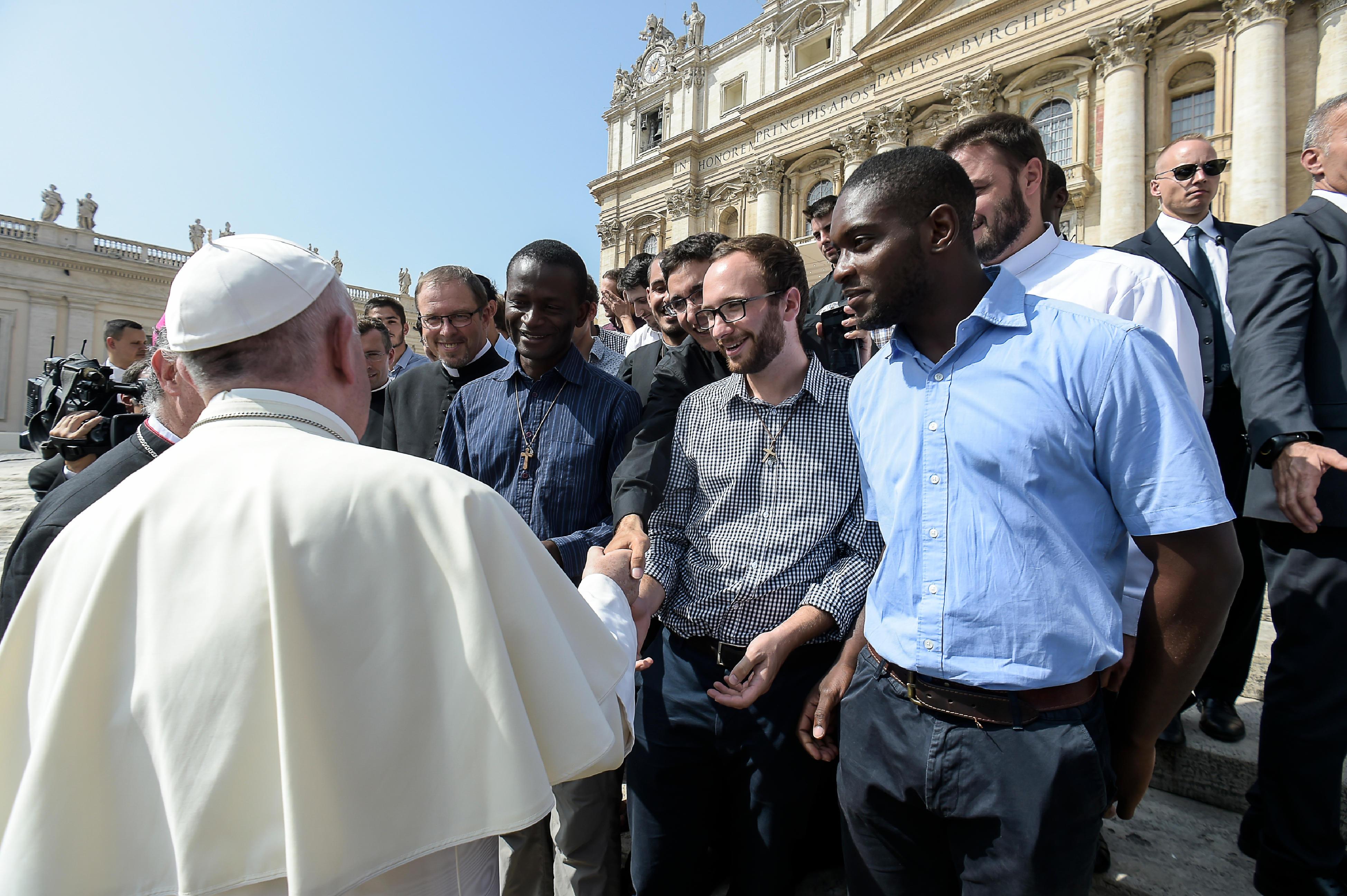 El Papa recibió a los jóvenes en la Plaza de San Pedro © L´Osservatore Romano
