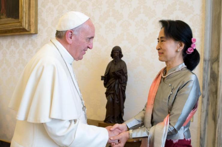 Aung San Suu Kyi, Consejera de Estado de Myanmar © L'Osservatore Romano