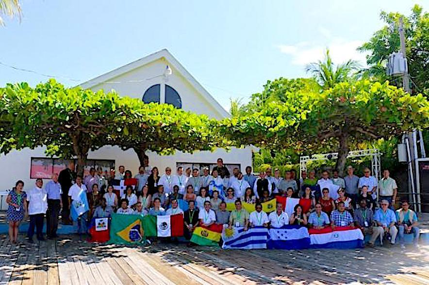 Los participantes al Congreso en San Salvador