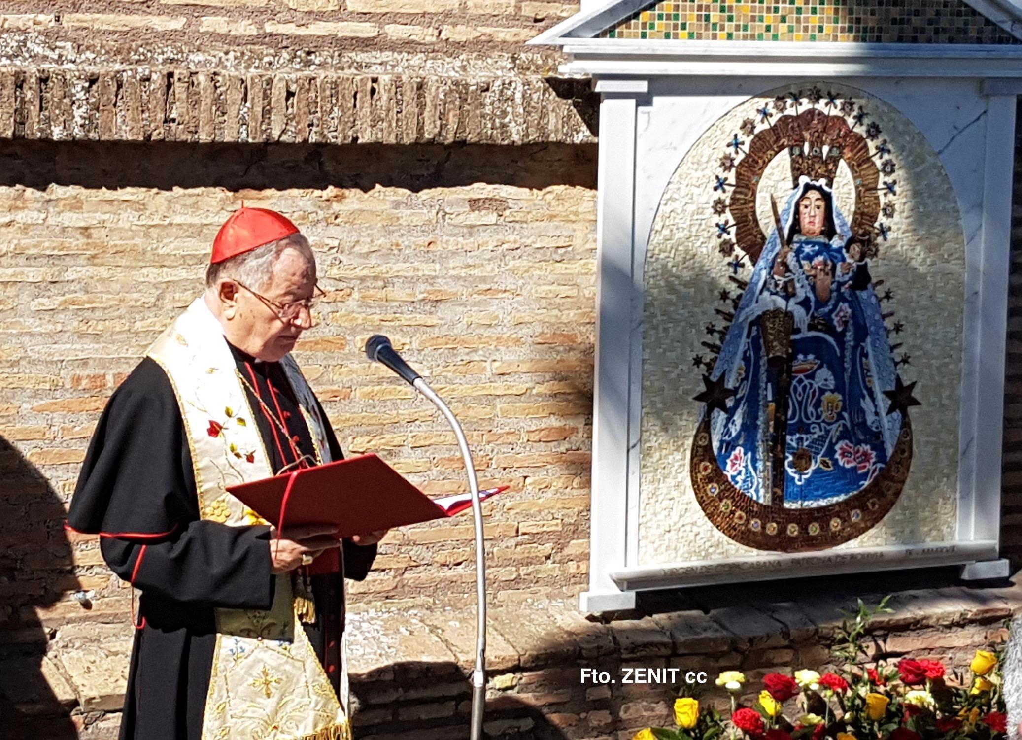 El cardenal Bertello bendice la imagen de María
