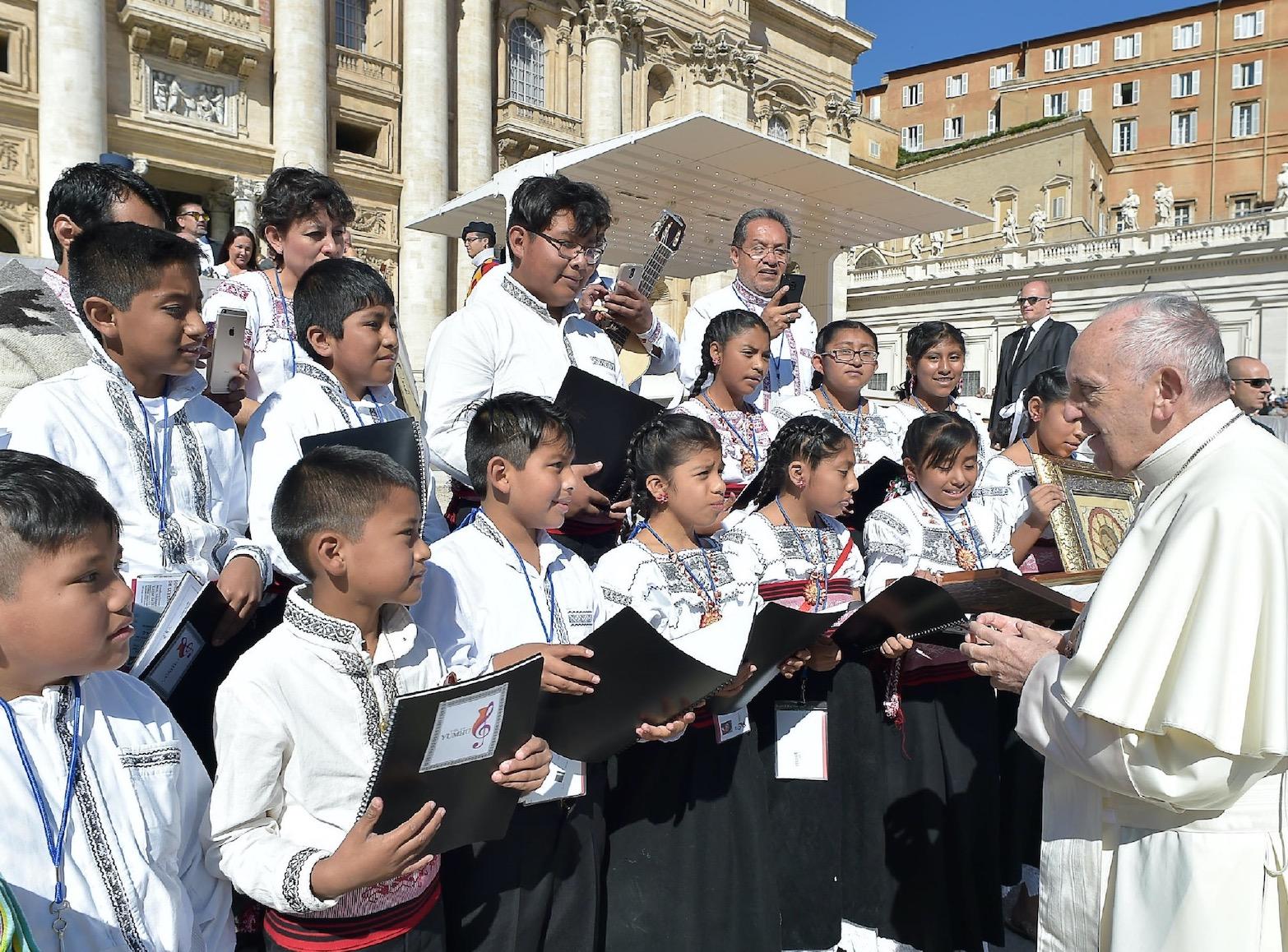 El coro de niños Voces Yuhmu de Ixtenco (Osservatore © Romano)