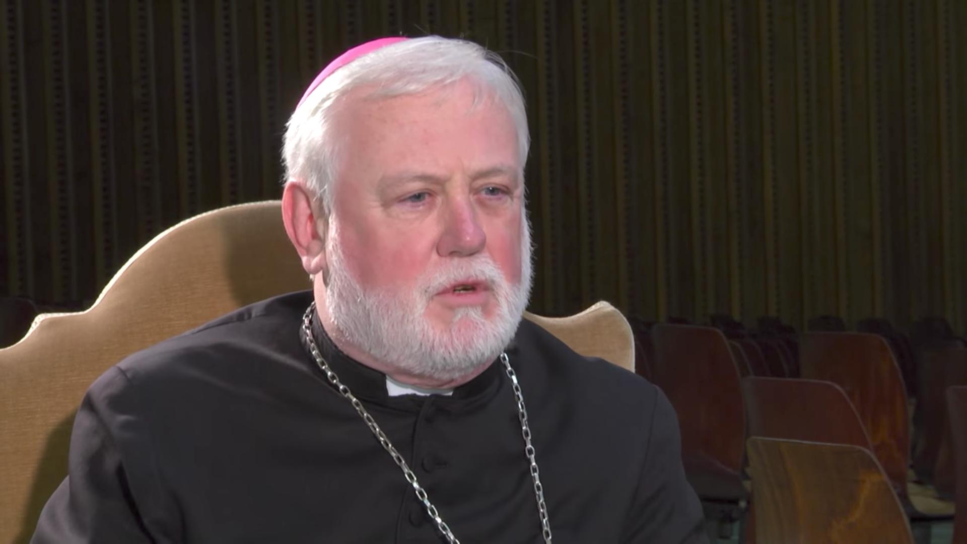 Mons. Paul Gallagher. Captura de pantalla Salt&lLight