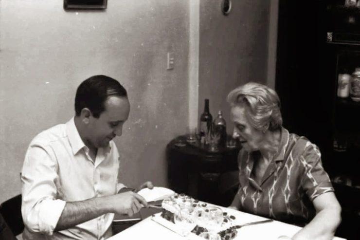 Jorge Mario Bergoglio y su abuela Rosa. © Il Sismografo