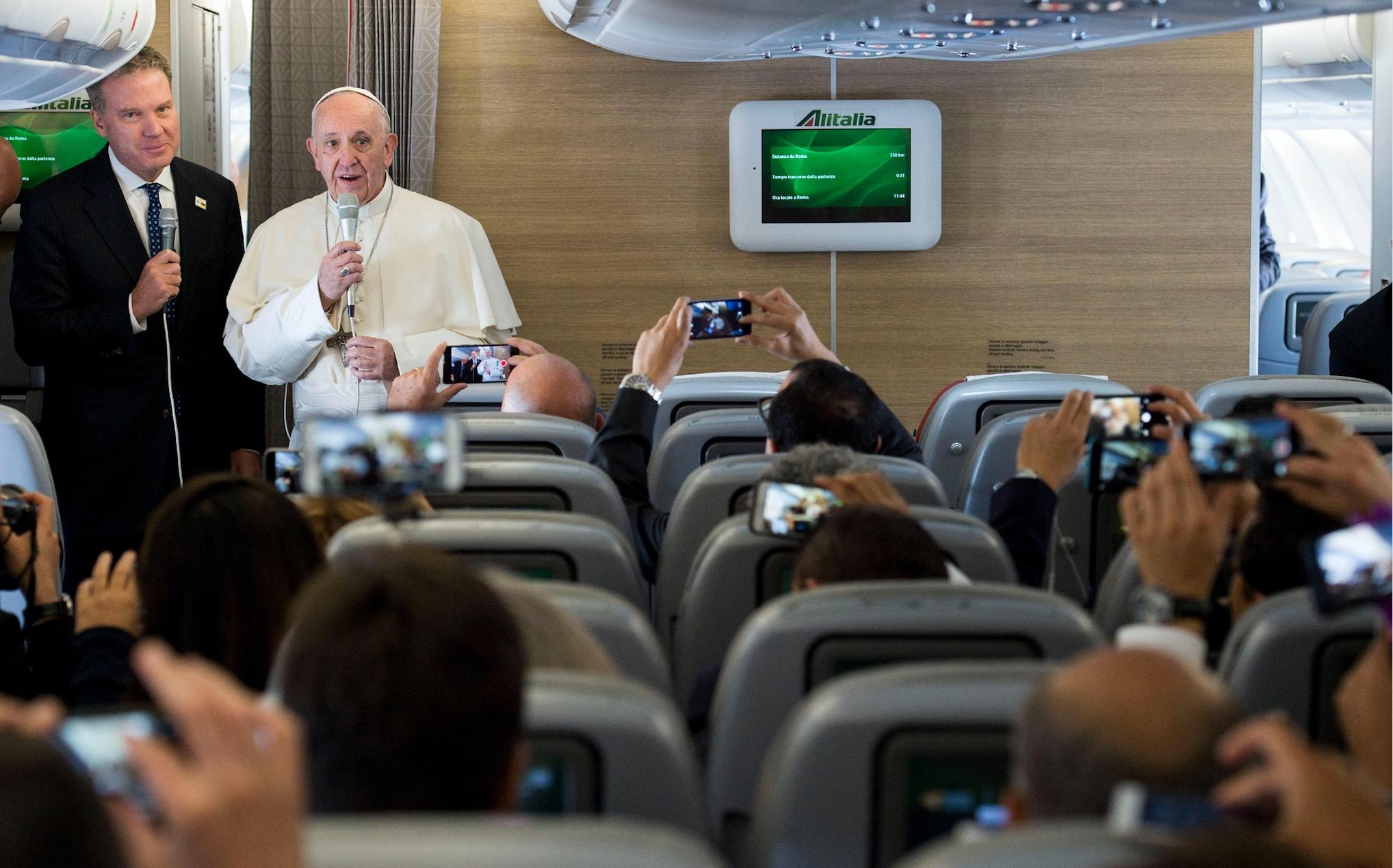 Conferencia de prensa del Papa en el avión © Vatican Media