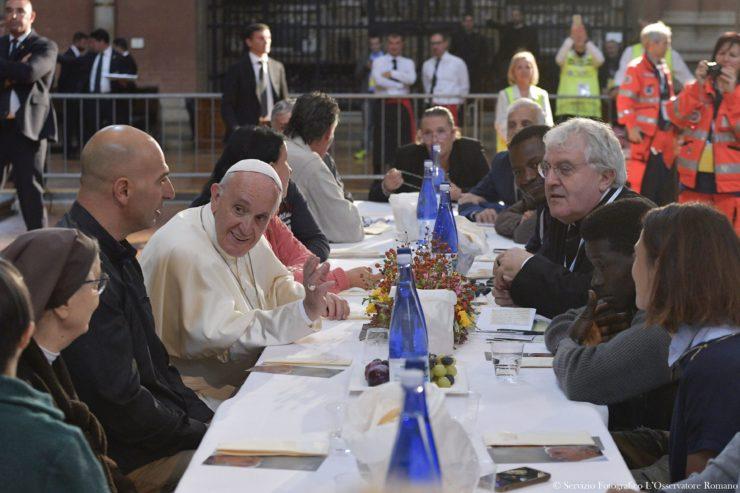 El Papa compartió el almuerzo con personas pobres en Bologna © L´Osservatore Romano