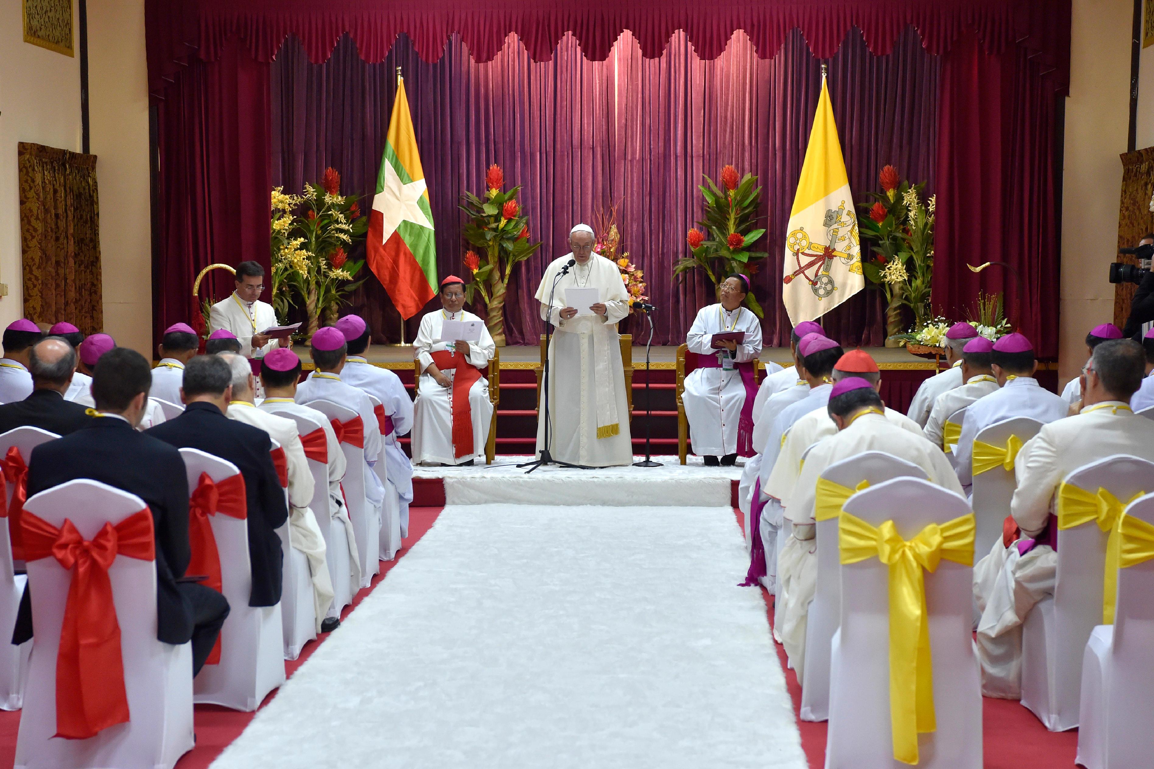 El Papa habla a los obispos de Myanmar © L'Osservatore Romano