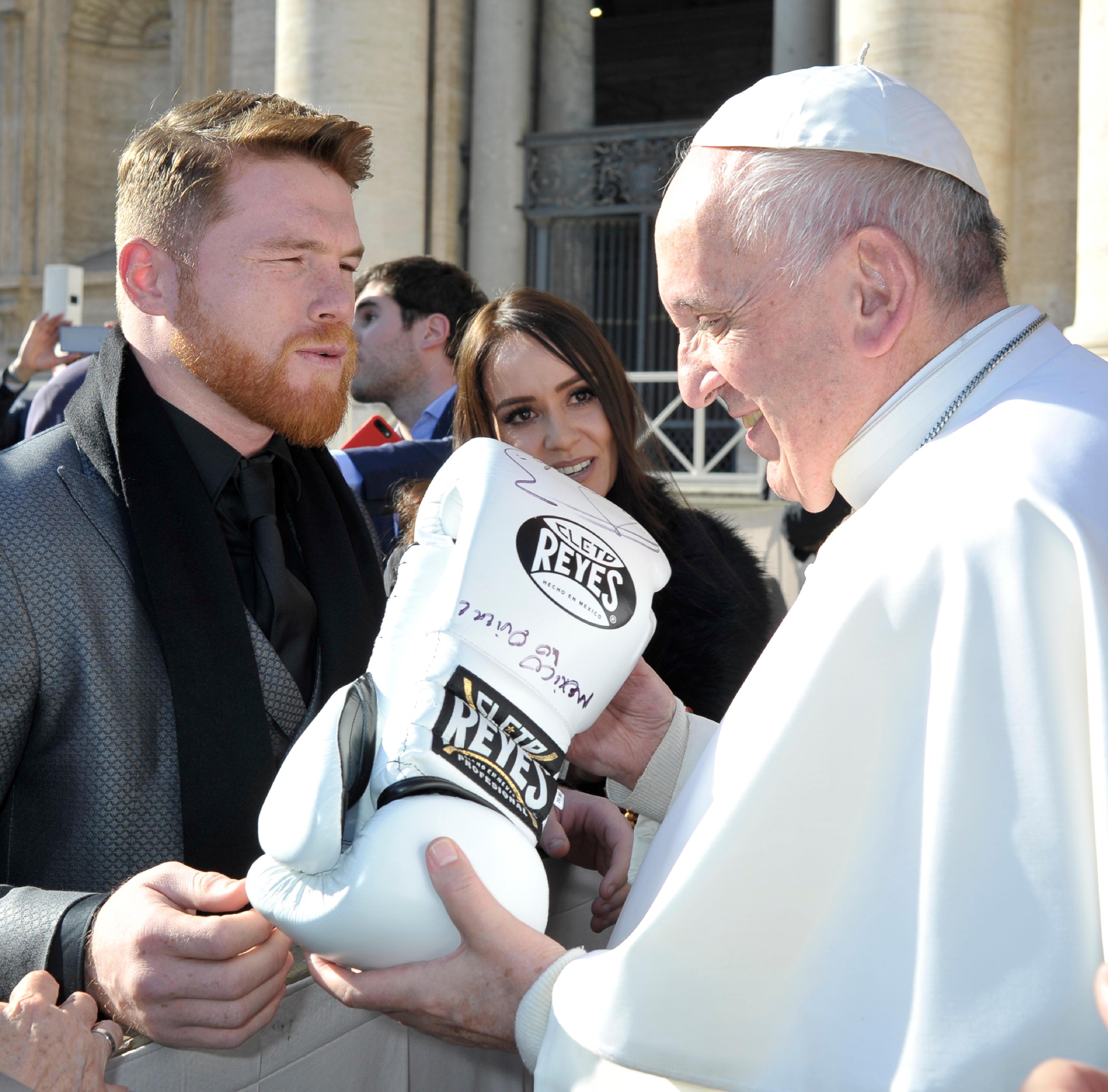 El boxeador Saúl Álvarez con el Papa Francisco © L´Osservatore Romano