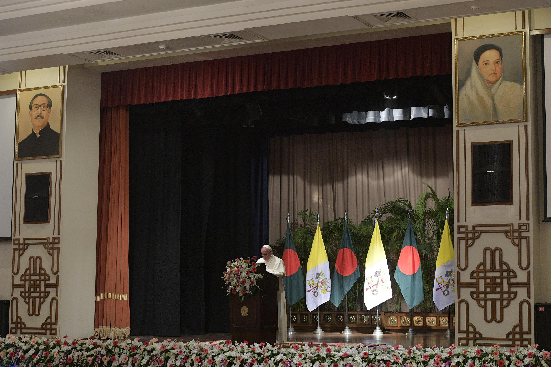 Discurso del Papa a las autoridades civiles en Bangladesh © L'Osservatore Romano