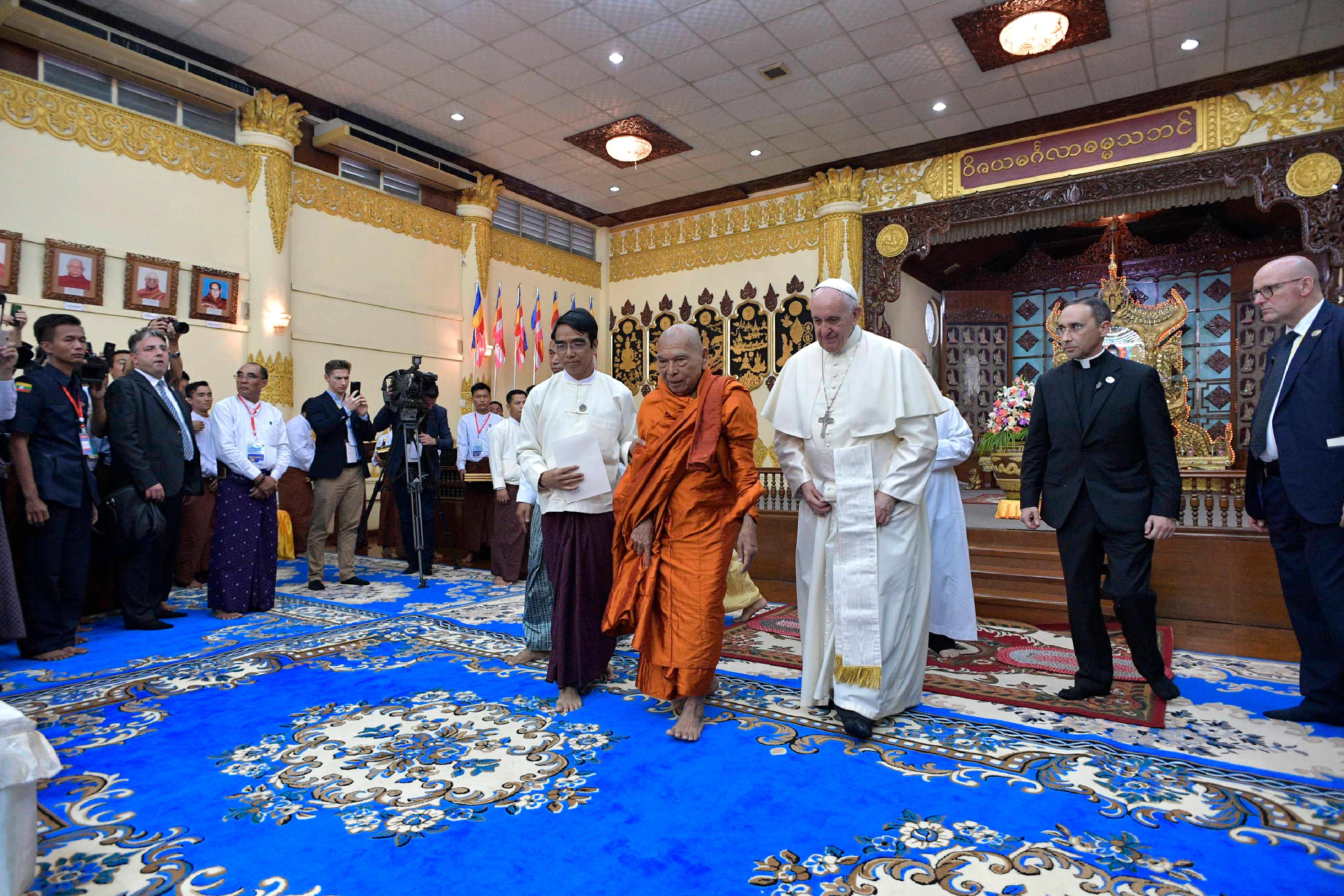 El Presidente del Consejo Supremo 'Sangha' de monjes budista ha recibido al Papa © L'Osservatore Romano
