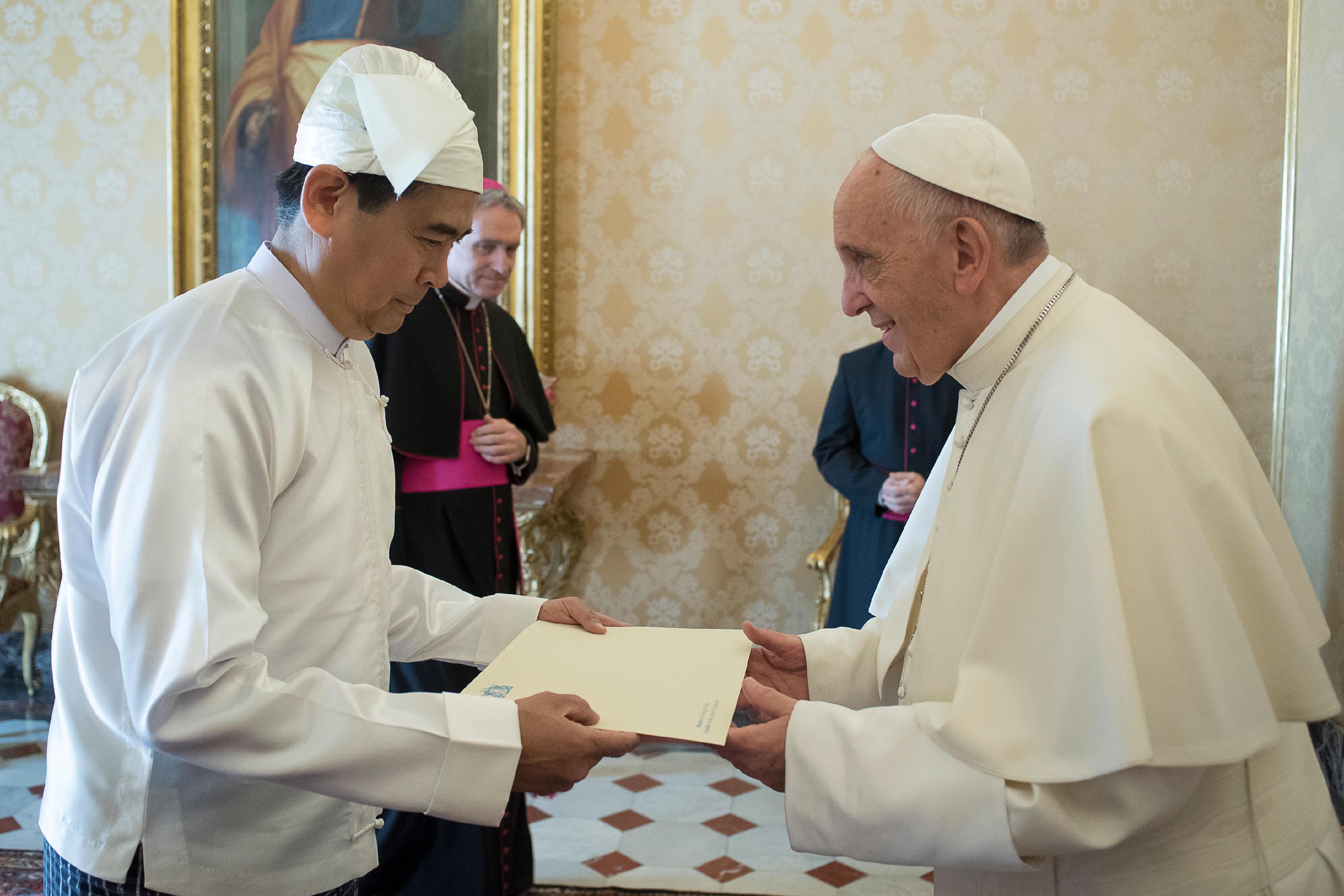 El embajador de Myanmar presenta sus cartas credenciales © L´Osservatore Romano