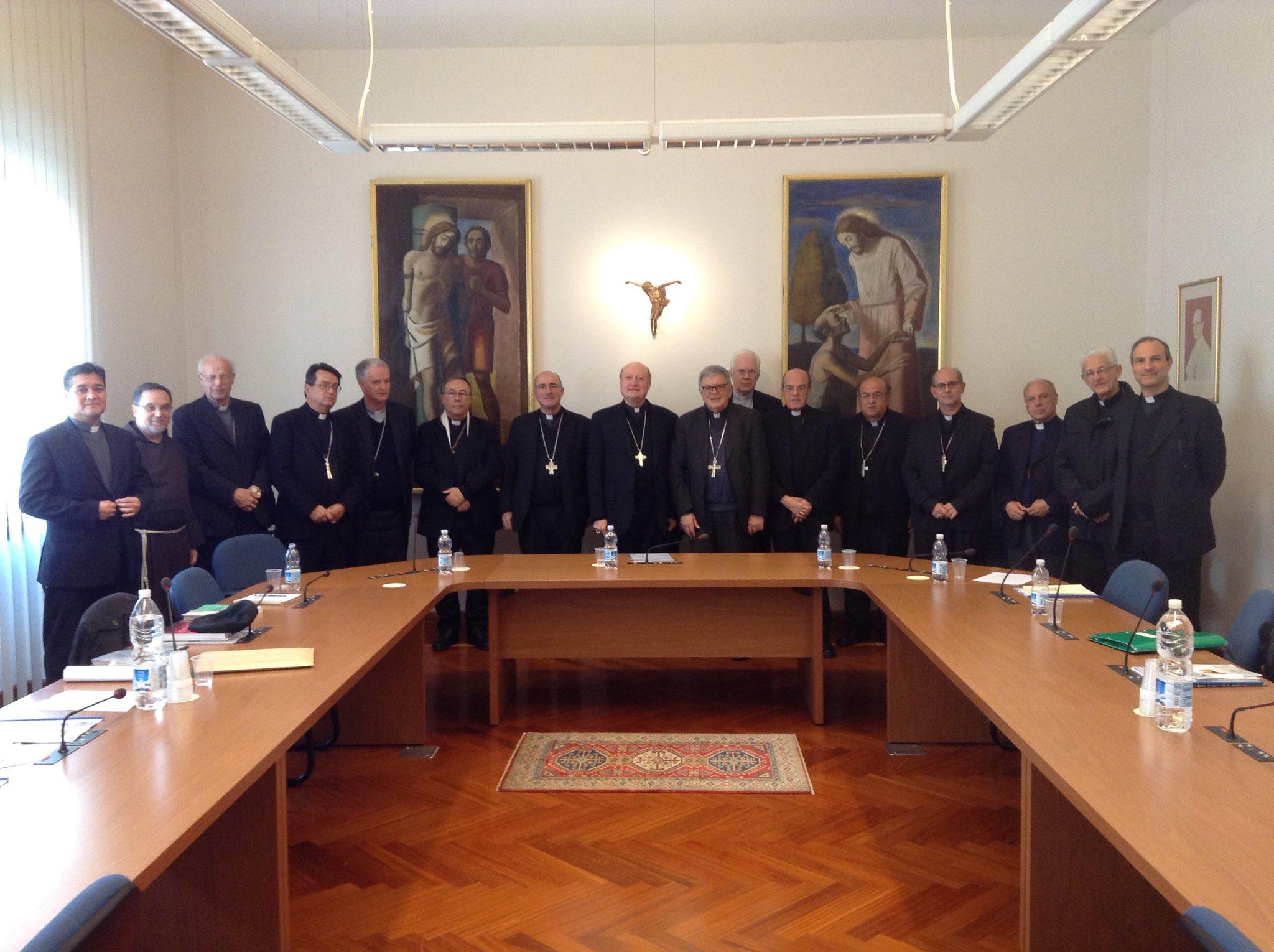 Los obispos con el Card. Gianfranco Ravasi © Conferencia Episcopal del Uruguay