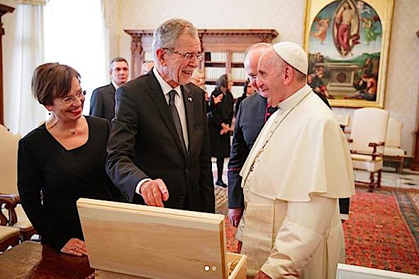 El presidente de Austria y su mujer con el Papa © Embajada de Austria en EEUU