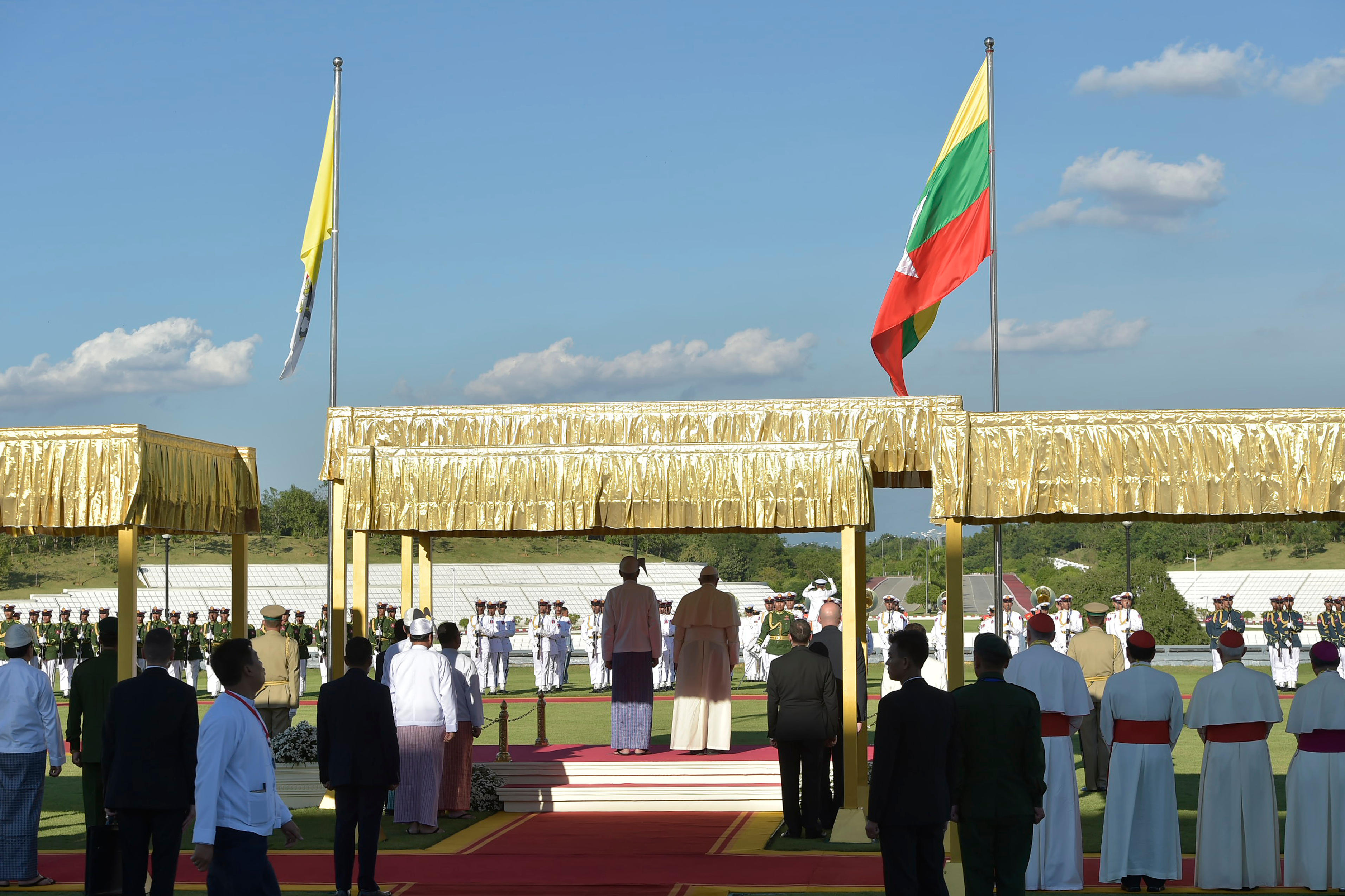Ceremonia de bienvenida al Papa Francisco en la capital birmana © L'Osservatore Romano