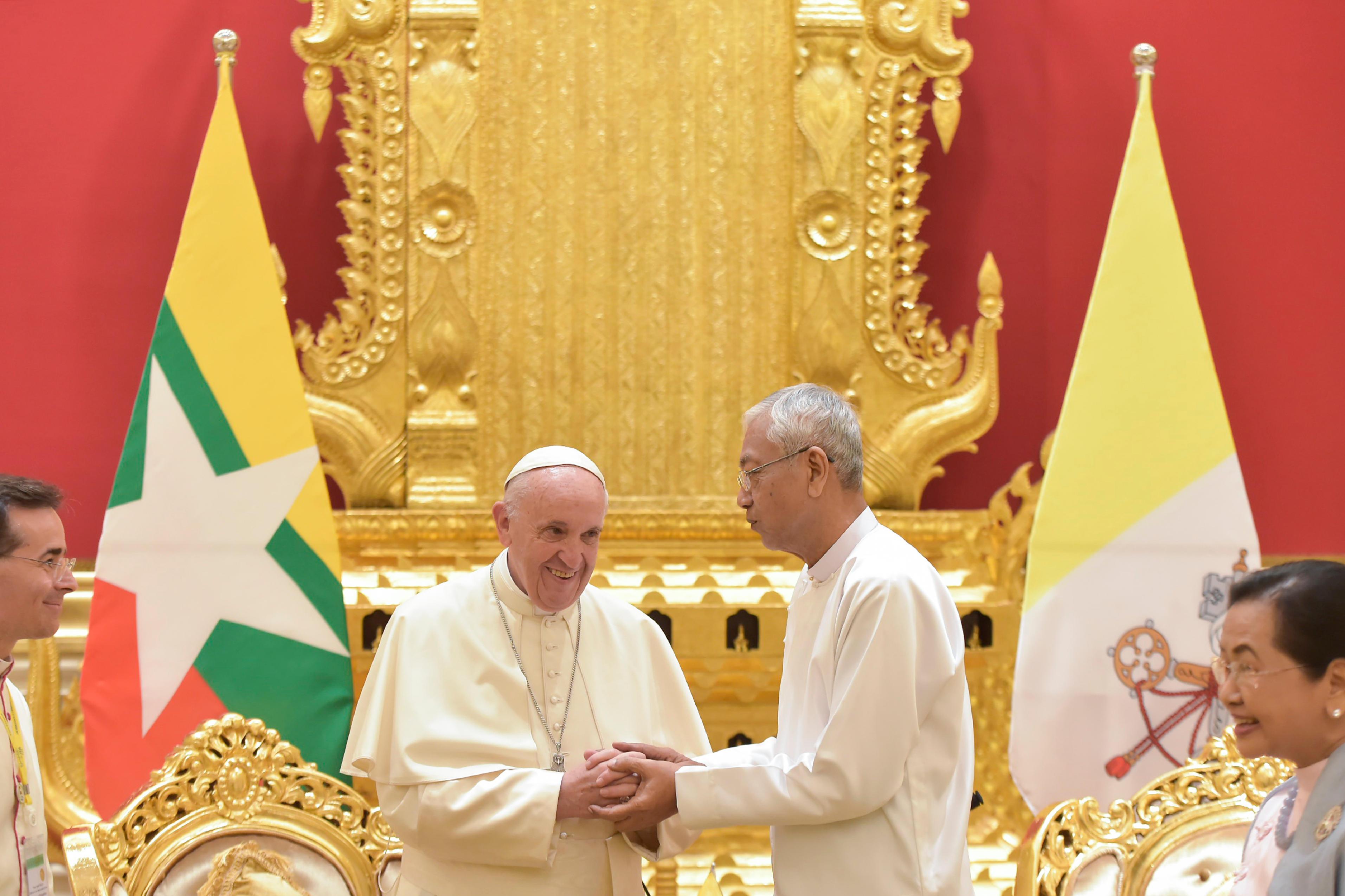 Visita de cortesía al Presidente Htin Kyaw © L'Osservatore Romano