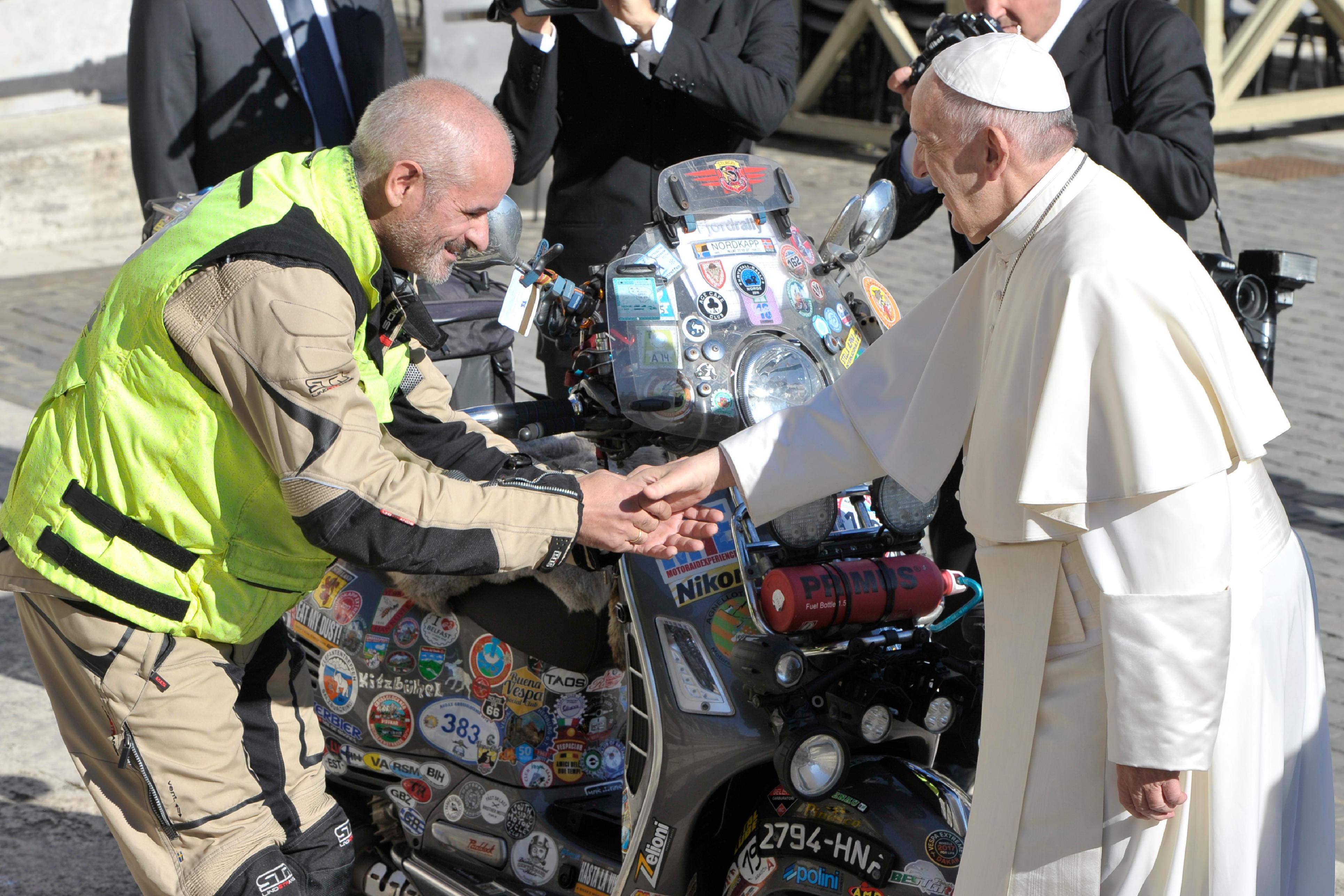 El Papa bendice a José Antonio Fernández © L´Osservatore Romano