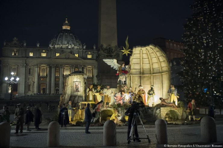 Iluminación del belén y el árbol de Navidad en la plaza de San Pedro © L'Osservatore Romano