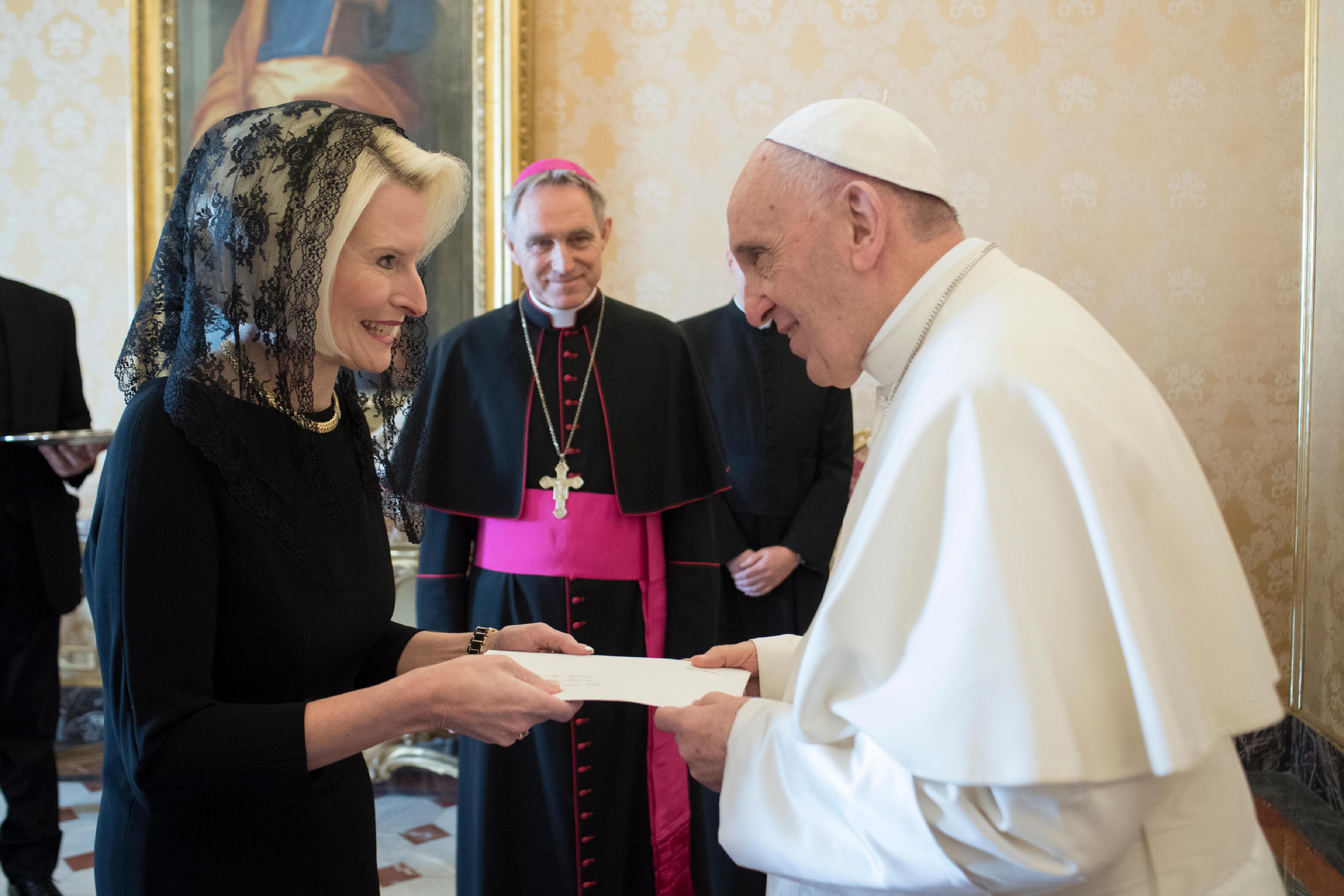 El Papa ha recibido a la embajadora de los Estados Unidos de América © L'Osservatore Romano