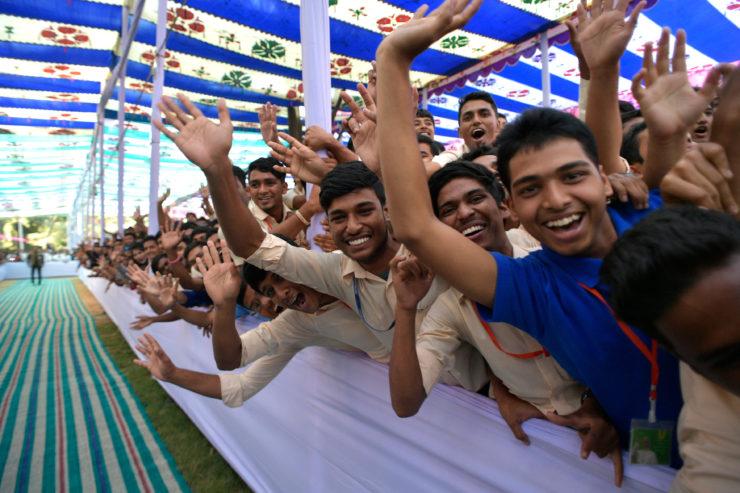 Encuentro con los jóvenes de Bangladesh, Dhaka (C) L´Osservatore Romano
