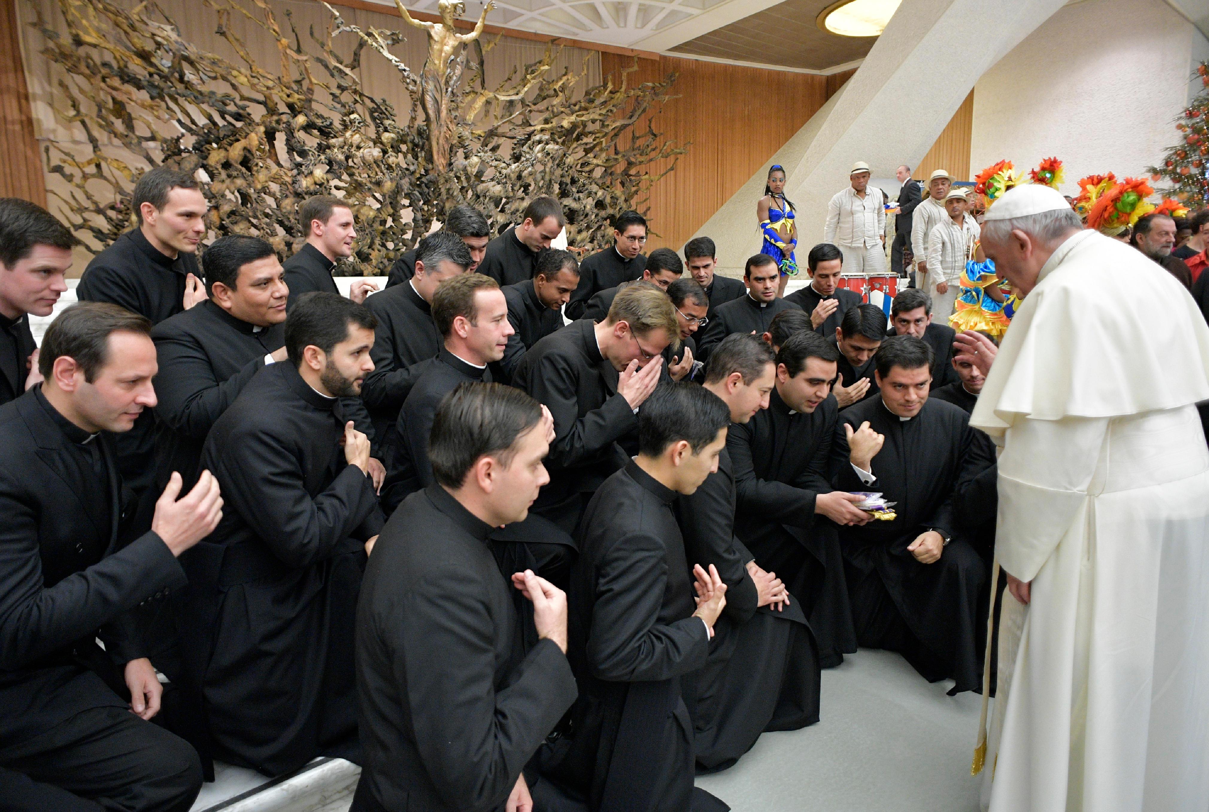 El Papa ha bendecido a los sacerdotes de los Legionarios de Cristo © L'Osservatore Romano
