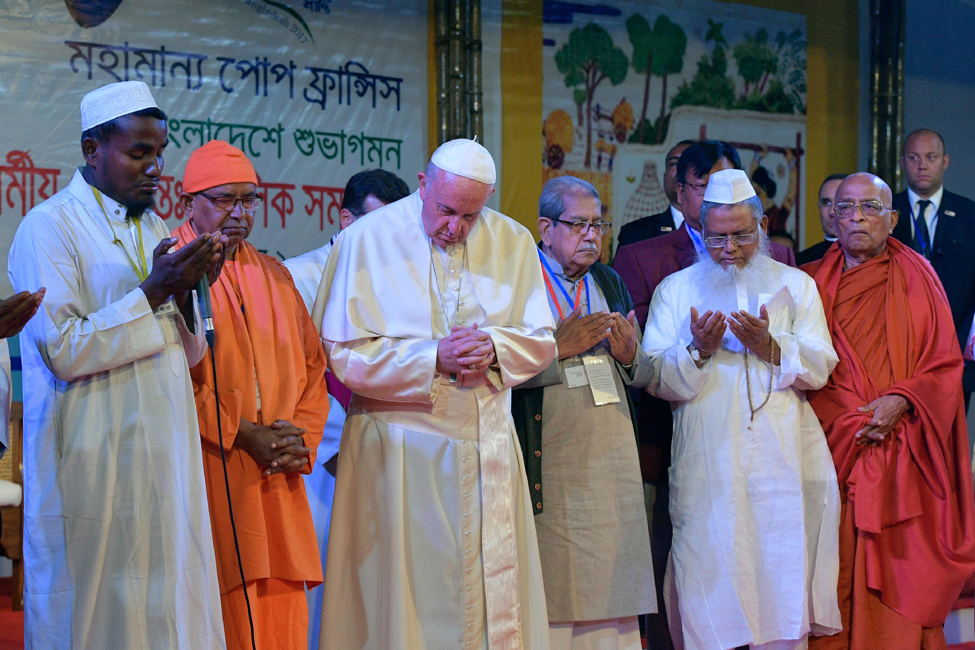 Encuentro interreligioso por la paz en Dhaka, Bangladesh © L'Osservatore Romano