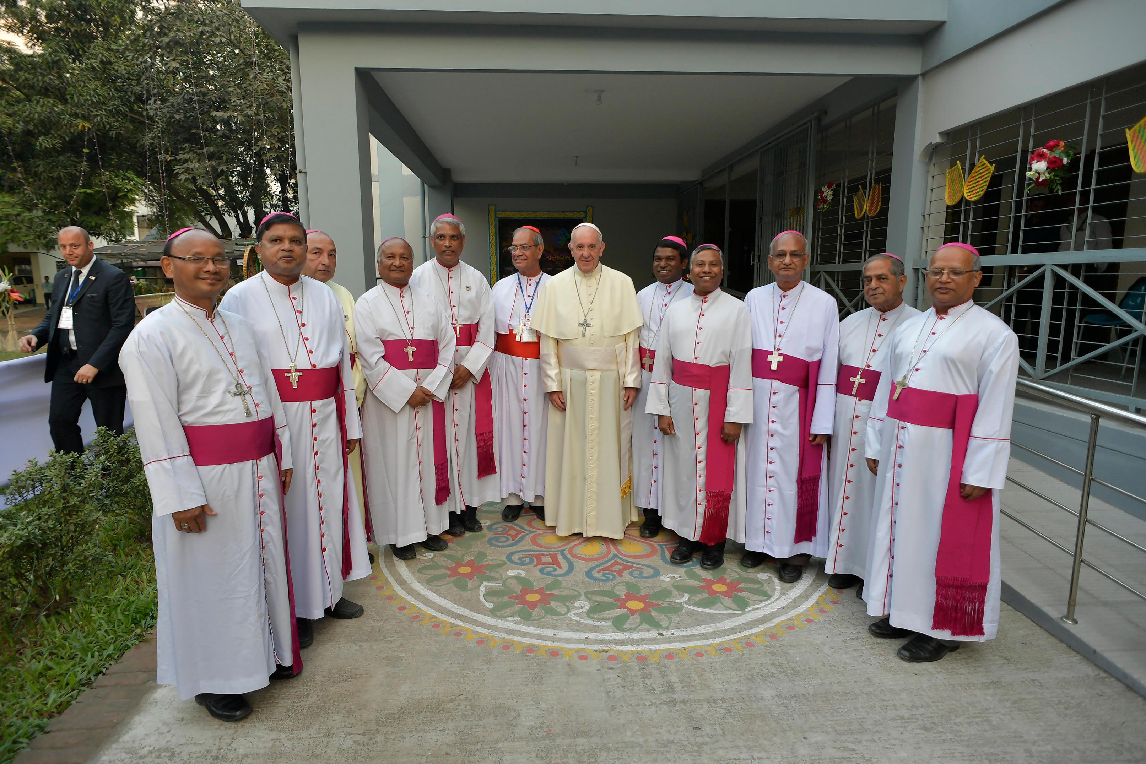 El Papa con los obispos de Bangladesh © L'Osservatore Romano